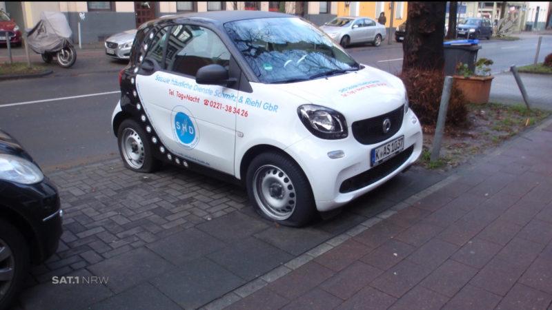 Unbekannte zerstechen Pflegedienst die Reifen (Foto: SAT.1 NRW)