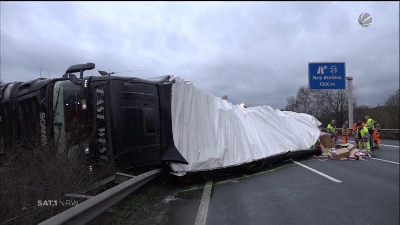 A2 nach Lkw-Unfall blockiert (Foto: SAT.1 NRW)