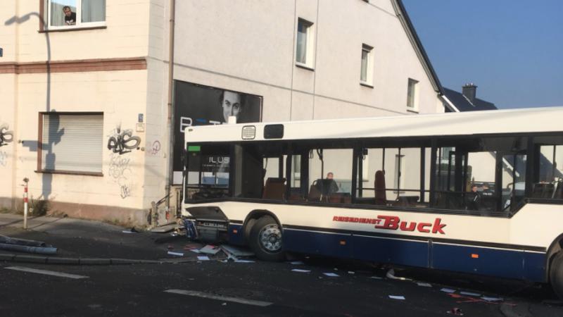Schulbusunfall (Foto: SAT.1 NRW)