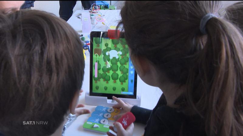 Kita-Kinder lernen Programmieren (Foto: SAT.1 NRW)