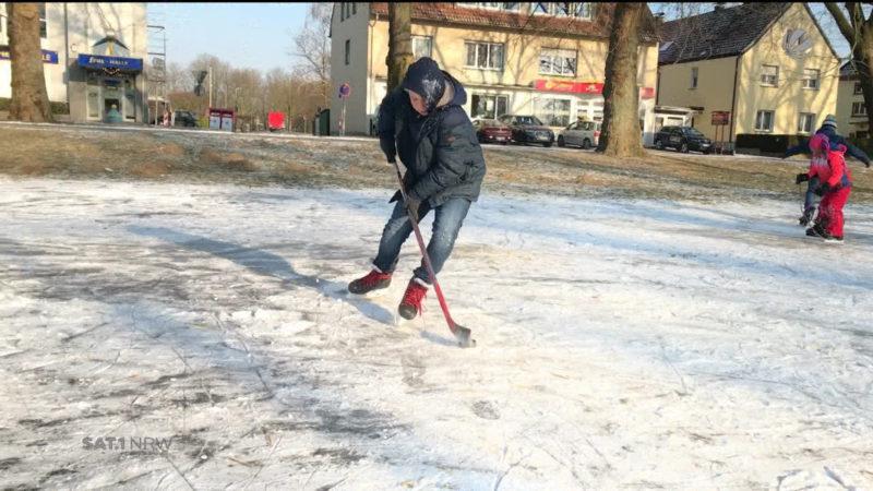 Ahlen: Aus einer Wiese wird eine Eisbahn (Foto: SAT.1 NRW)