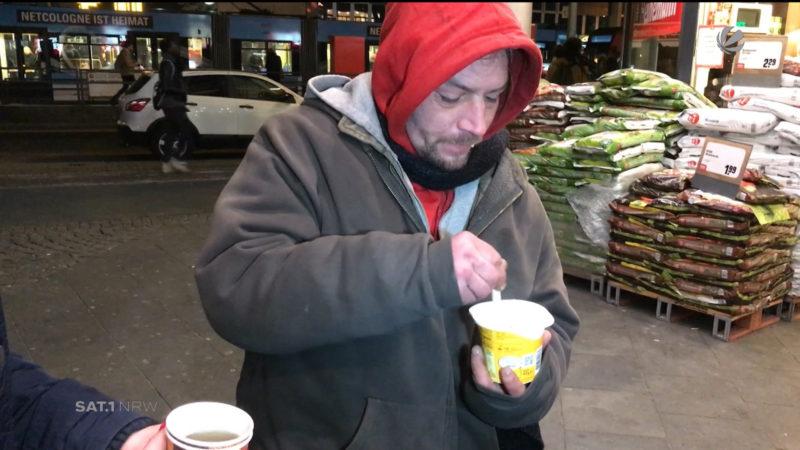 Helfer in der Kälte (Foto: SAT.1 NRW)