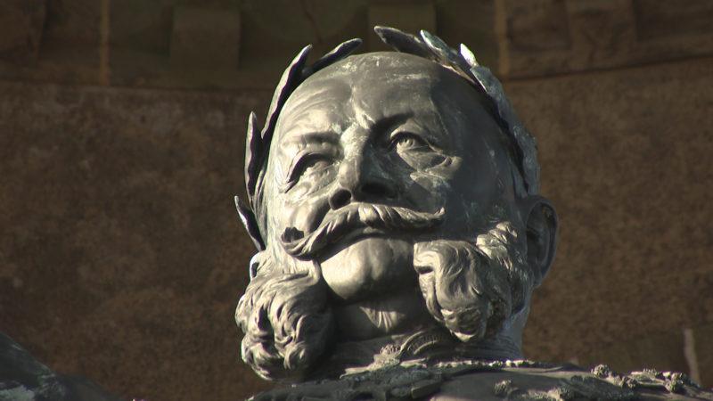 Denkmal wird gesäubert (Foto: SAT.1 NRW)