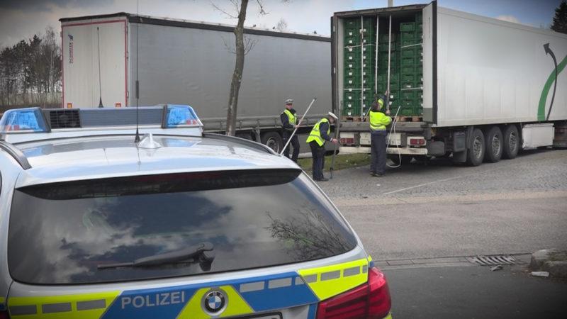 Flüchtlinge im LKW gefunden (Foto: SAT.1 NRW)