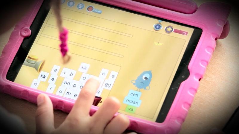 Tablet statt Schreibheft (Foto: SAT.1 NRW)