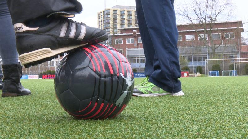 Fußball im Gehen (Foto: SAT.1 NRW)