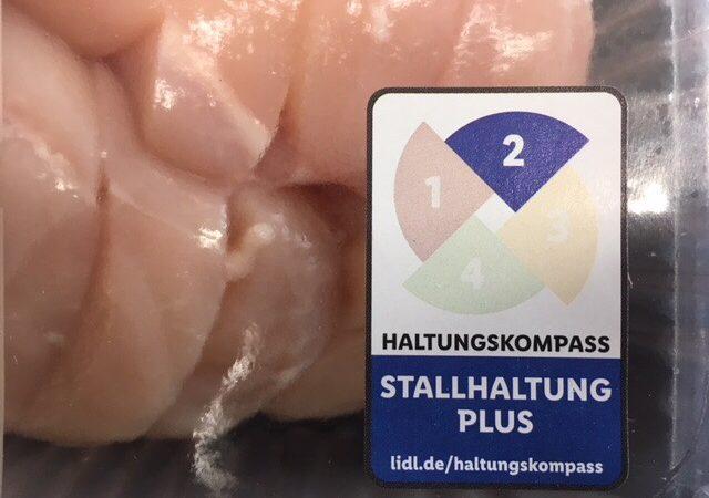 Die Haltungsbedingungen von Tieren werden auf Fleischverpackungen kenntlich gemacht. Beeinflusst das Ihr Kaufverhalten? (Foto: SAT.1 NRW)