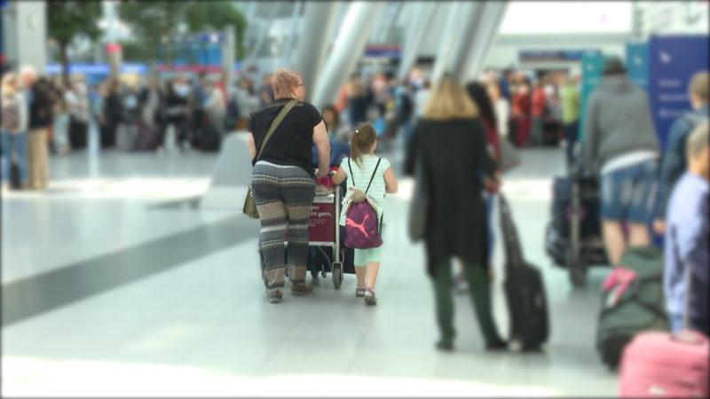 Gestrandet am Flughafen (Foto: SAT.1 NRW)