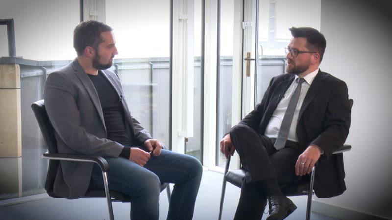 INTERVIEW MIT THOMAS KUTSCHATY (Foto: SAT.1 NRW)