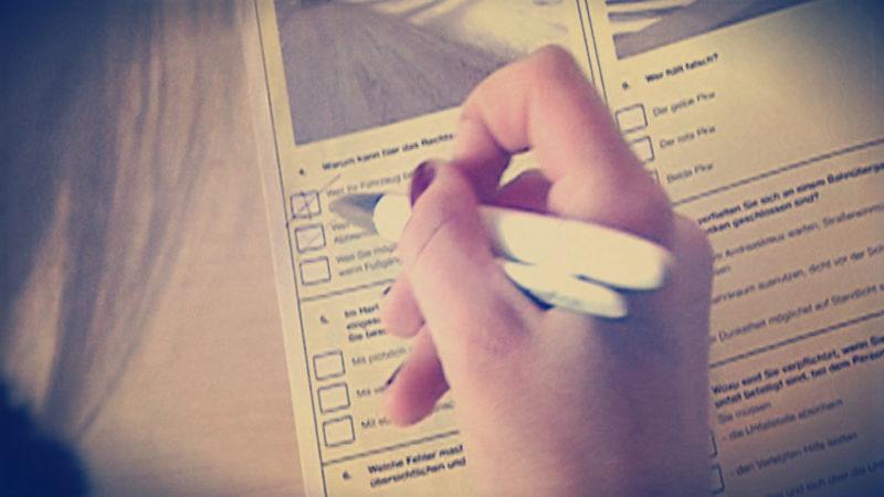 Führerscheinprüfung: Hohe Durchfallquote (Foto: SAT.1 NRW)