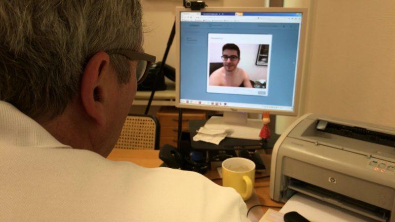 Behandlung per Video (Foto: SAT.1 NRW)