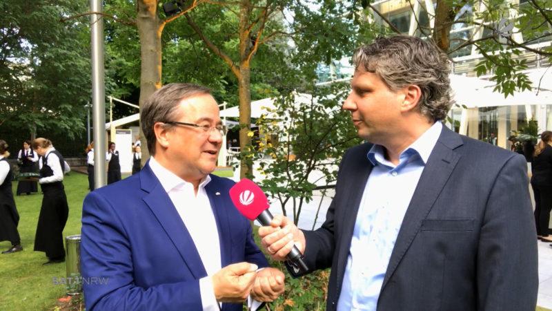 Klassentreffen in Berlin: Ministerpräsident lädt zum NRW-Fest (Foto: SAT.1 NRW)