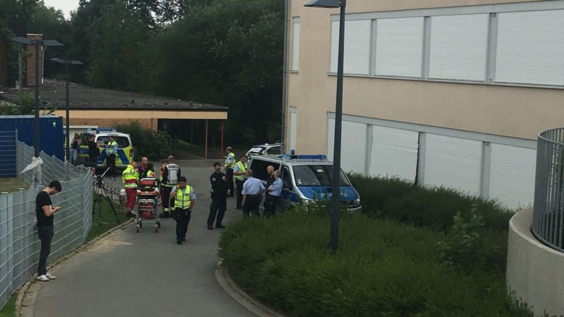 Schule evakuiert (Foto: SAT.1 NRW)
