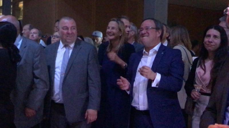 Politik Party in Berlin - Ministerpräsident steht auf kölschen Schlager (Foto: SAT.1 NRW)