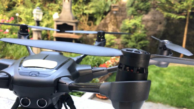Dachdecker mit Drohne - das soll den Job sicherer machen (Foto: SAT.1 NRW)