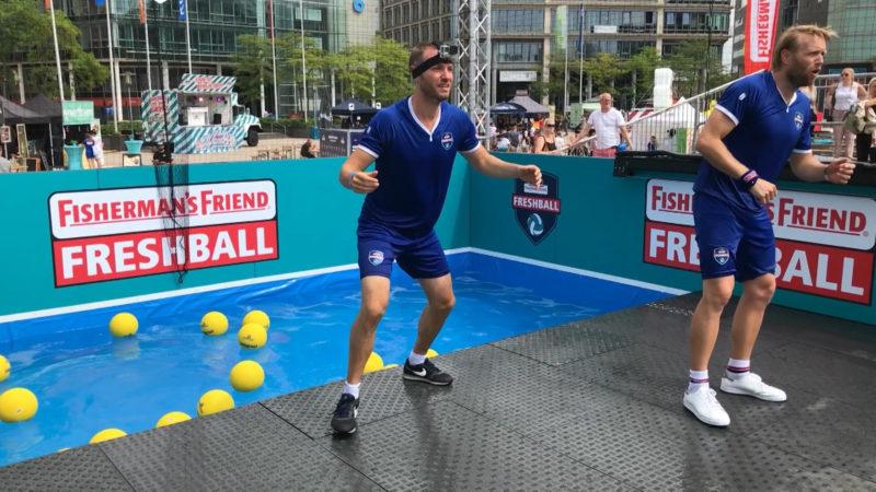 Brennball 2.0. mit dem Ex-Bachelor und Olympiasieger Julias Brink (Foto: SAT.1 NRW)