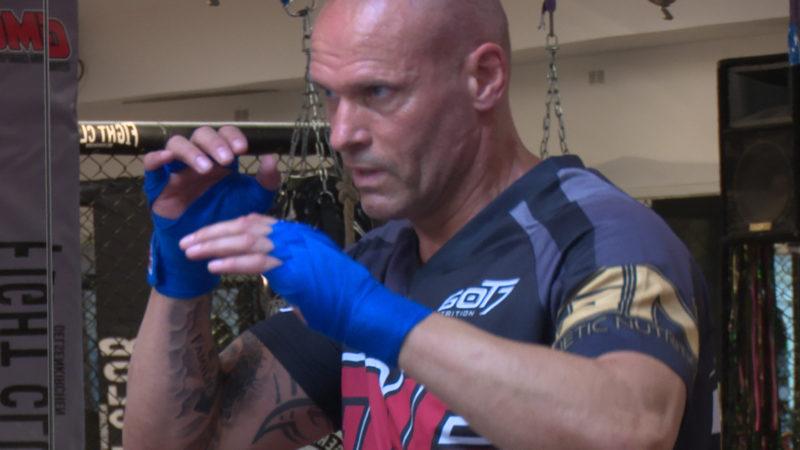 Kasalla kämpft - Torsten Legat macht jetzt Kampfsport (Foto: SAT.1 NRW)