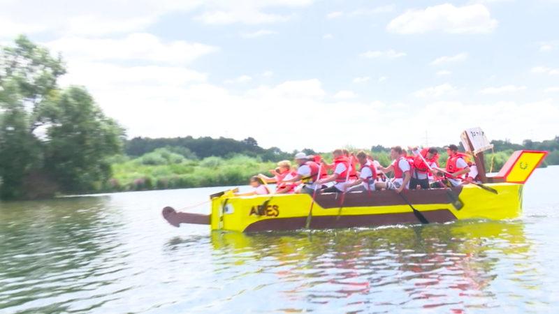 Längstes Papp-Boot der Welt (Foto: SAT.1 NRW)