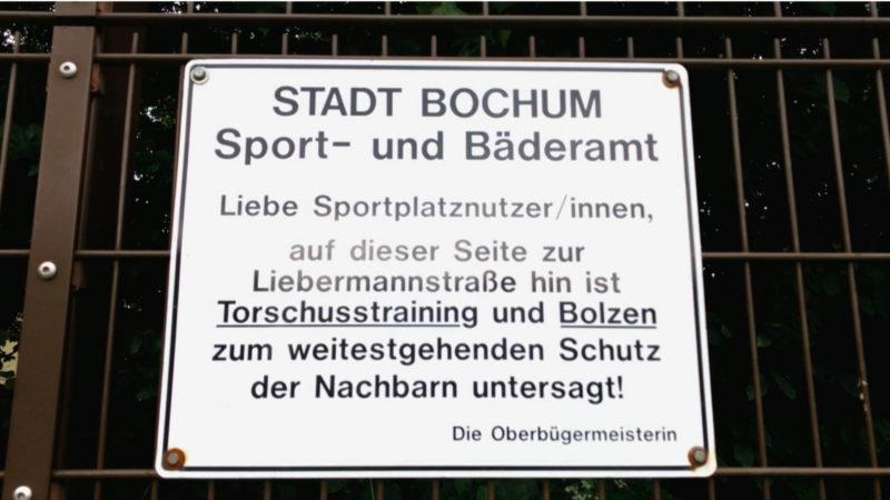 Stadt Bochum sperrt Sportanlage (Foto: SAT.1 NRW)