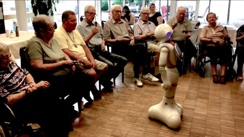 Roboter im Seniorenheim (Foto: SAT.1 NRW)