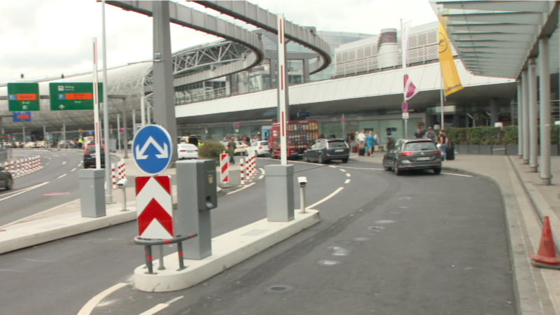 Schrankenanlage am Düsseldorfer Flughafen (Foto: SAT.1 NRW)