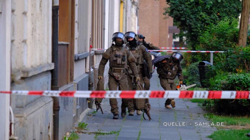 DIE POLIZEI WAR NICHT GENUG (Foto: SAT.1 NRW)