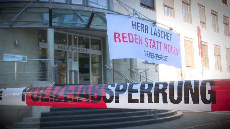Greenpeace-Aktivisten besetzten Düsseldorfer Staatskanzlei (Foto: SAT.1 NRW)