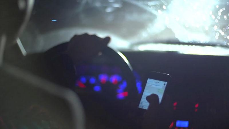 Polizeikontrollen: Handy am Steuer (Foto: SAT.1 NRW)