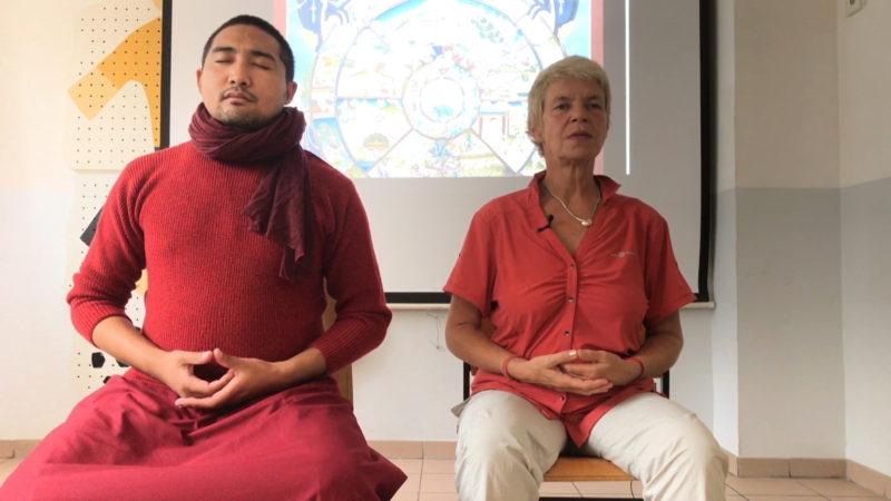 Meditieren hinter Gittern - ein Mönch versucht Jugendliche zu beruhigen (Foto: SAT.1 NRW)