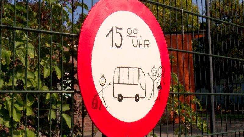 Kaum noch Unterricht - In Viersen fehlen viele Lehrer, jetzt protestieren Eltern (Foto: SAT.1 NRW)