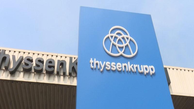 Thyssen-Mitarbeiter streiken (Foto: SAT.1 NRW)
