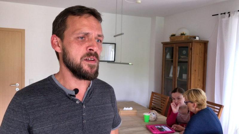 Vater kämpft für behinderte Tochter (Foto: SAT.1 NRW)