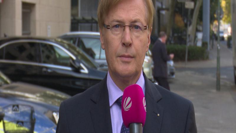 NRW Justizminister Peter Biesenbach im Interview (Foto: SAT.1 NRW)