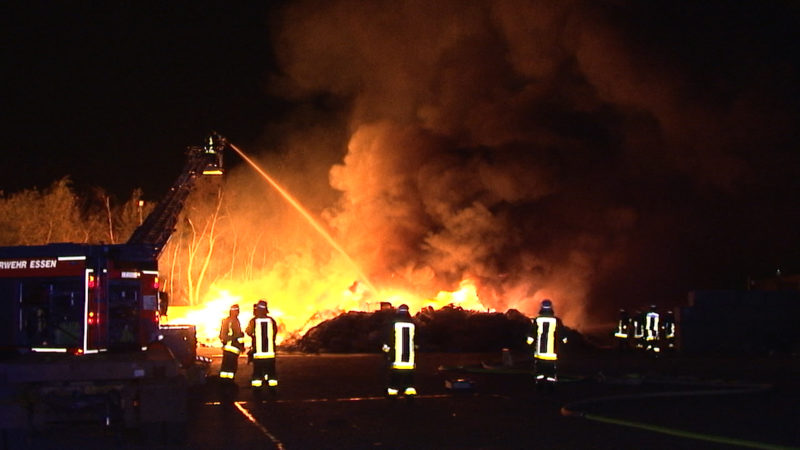 Brand in Recyclinghof (Foto: SAT.1 NRW)
