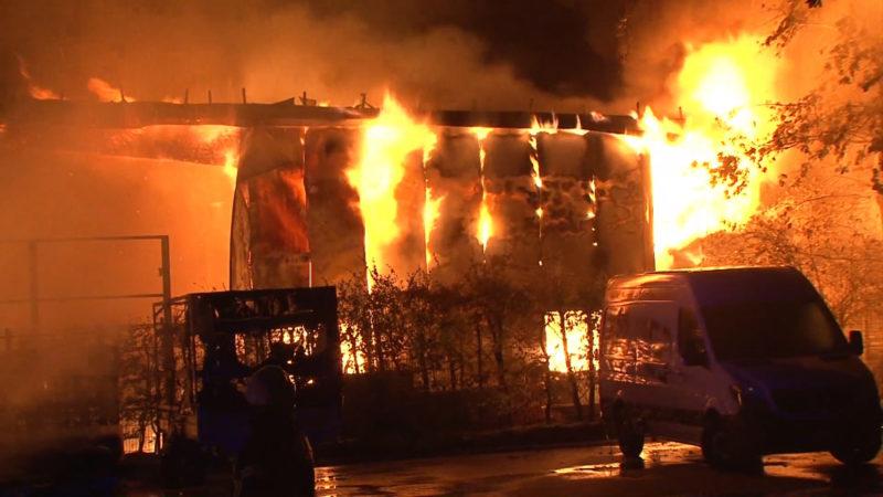 Feuer in einer Firma für Sprinkleranlagen im Münsterland (Foto: SAT.1 NRW)