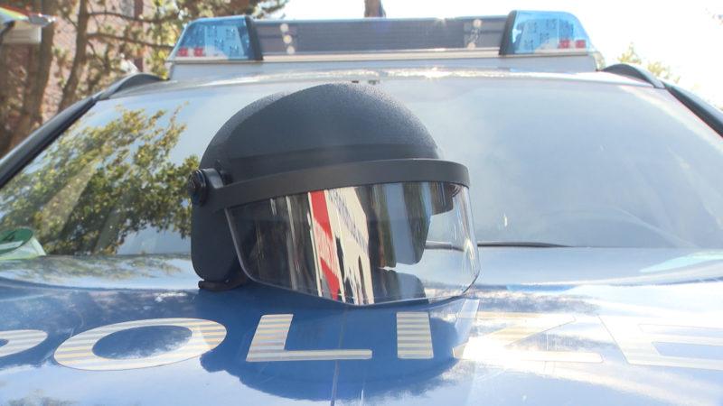 Bessere Helme für unsere Polizisten (Foto: SAT.1 NRW)