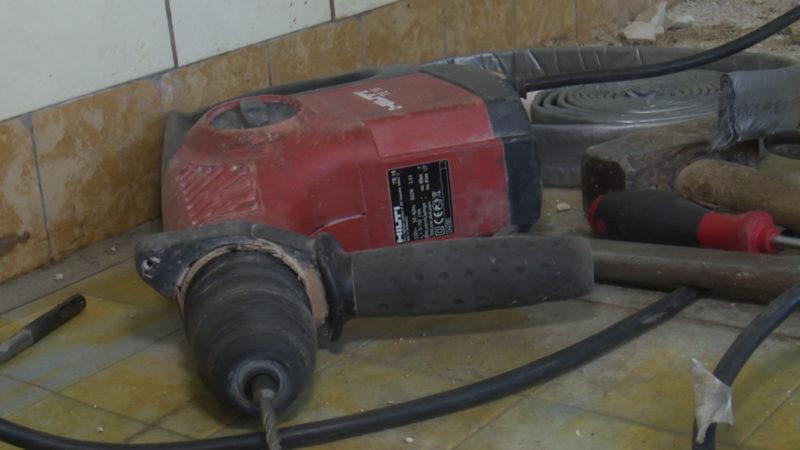 Achtung bei Bohrmaschinen: Brüssel schreibt genau vor, wie viel Vibration sein darf. So soll z.B. der Arbeitnehmer vor zu starken Erschütterungen geschützt werden.  (Foto: SAT.1 NRW)