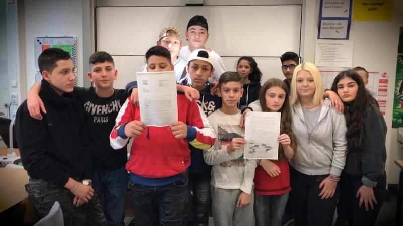 Mitschüler gegen Abschiebungen (Foto: SAT.1 NRW)