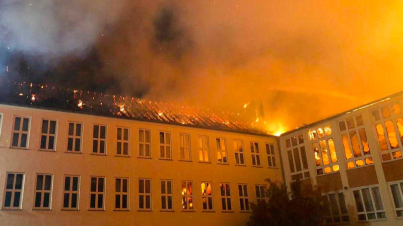 Großbrand zerstört Schule (Foto: SAT.1 NRW)