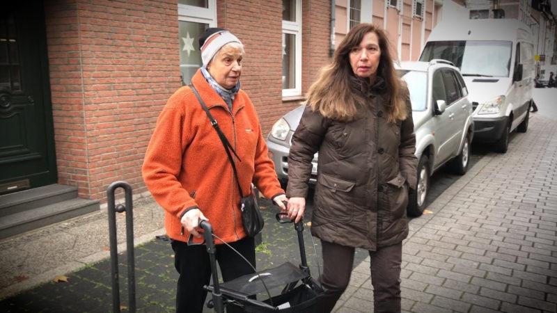 Frauen sollen vom Polizisten angegangen worden sein (Foto: SAT.1 NRW)