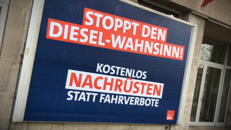 Plakate gegen Diesel-Wahnsinn (Foto: SAT.1 NRW)