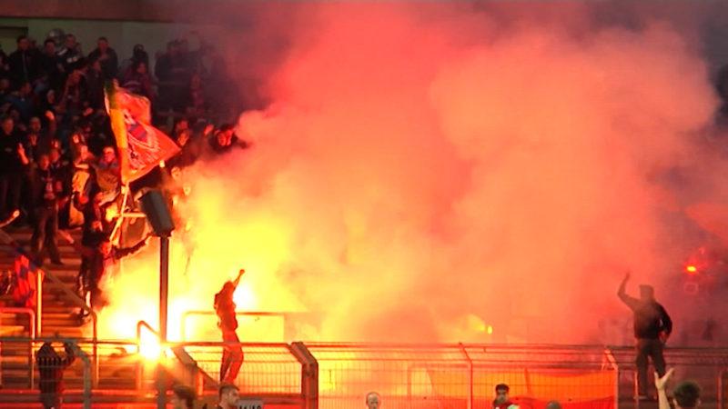 Pyrotechnik im Stadion (Foto: SAT.1 NRW)