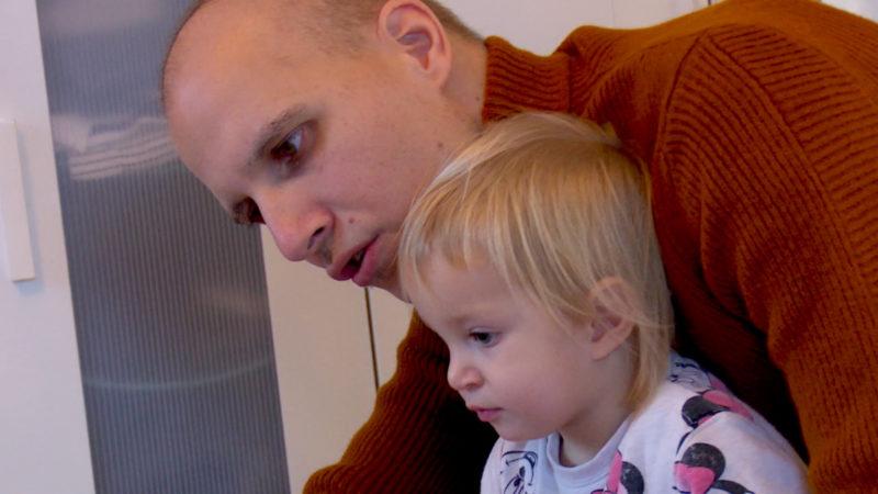 Krebskranker Vater schreibt Buch (Foto: SAT.1 NRW)