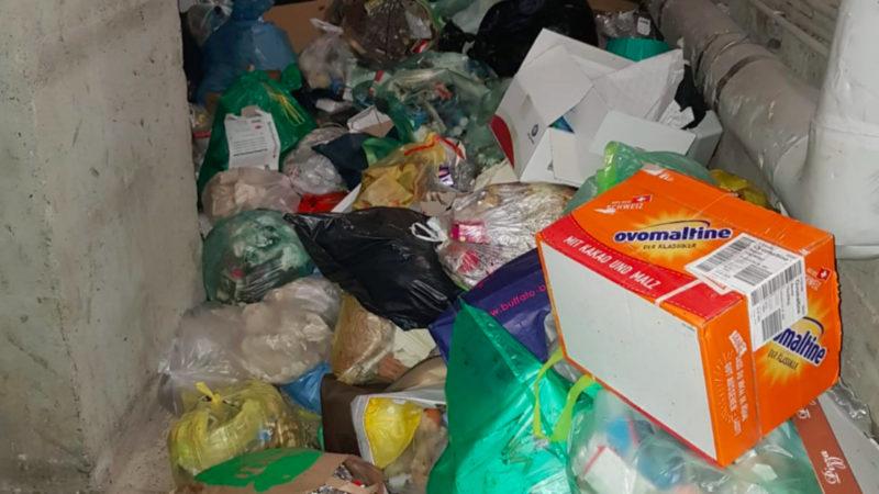 Mieter verzweifeln an Müll-Keller (Foto: SAT.1 NRW)