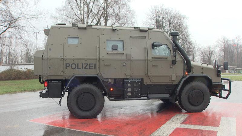 Polizei-Panzer (Foto: SAT.1 NRW)