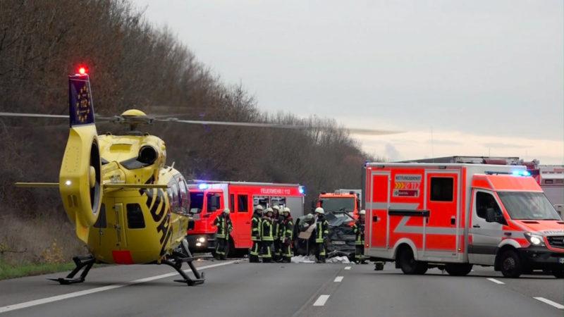 Chaos nach Unfall auf A1 (Foto: SAT.1 NRW)