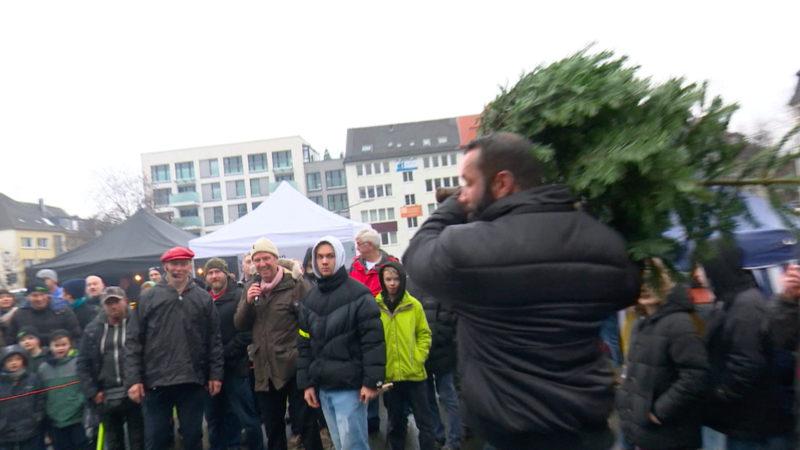 Weihnachtsbaumweitwurf in Essen (Foto: SAT.1 NRW)