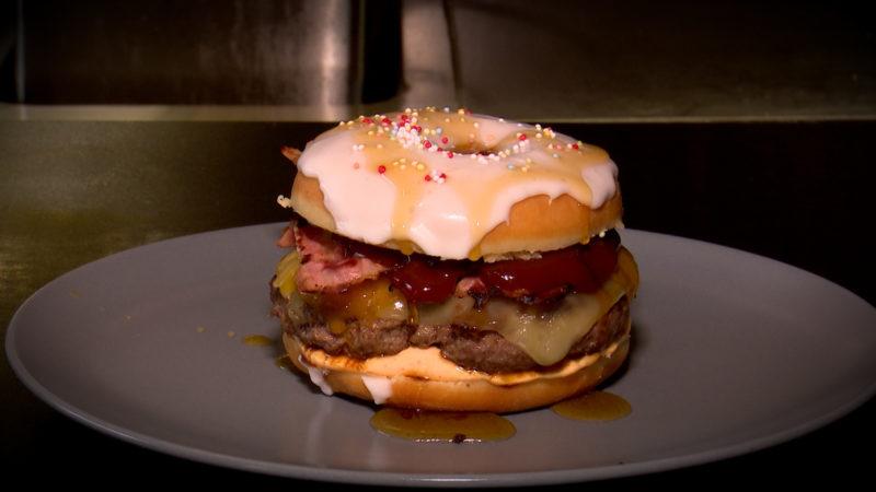 Donutburger - süß und herzhaft (Foto: SAT.1 NRW)