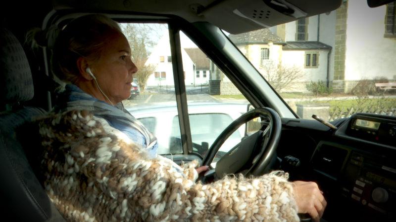 Busfahrerin genervt von Elterntaxis (Foto: SAT.1 NRW)