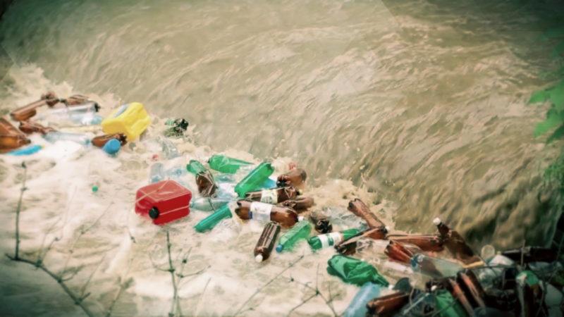 Greenpeace sucht Mikroplastik im Rhein (Foto: SAT.1 NRW)